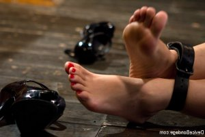 Nelcia rencontre libertine footjob Paris 12, 75